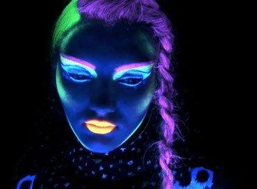 Maquillaje que Brilla en la Oscuridad